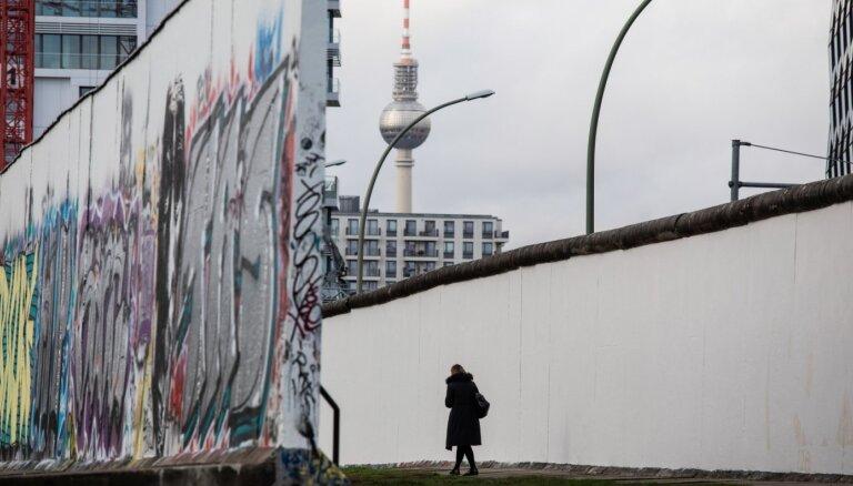 Foto: Berlīnes mūra krišana – 30 gadi kopš Aukstā kara beigām