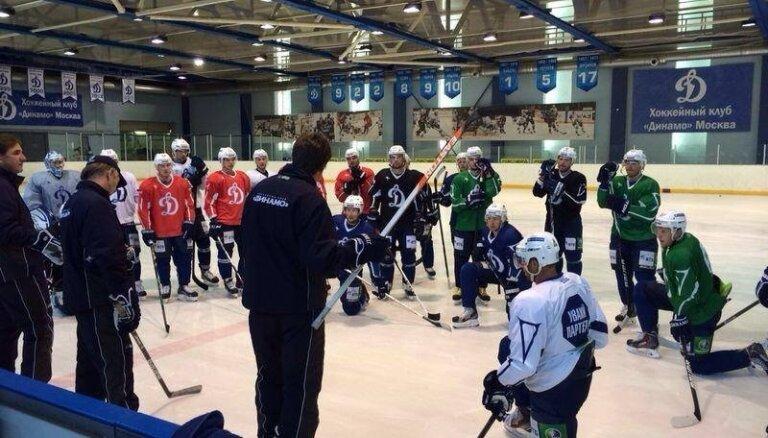 Foto: Maskavas 'Dinamo' galvenais treneris Vītoliņš sāk gatavot komandu jaunajai KHL sezonai