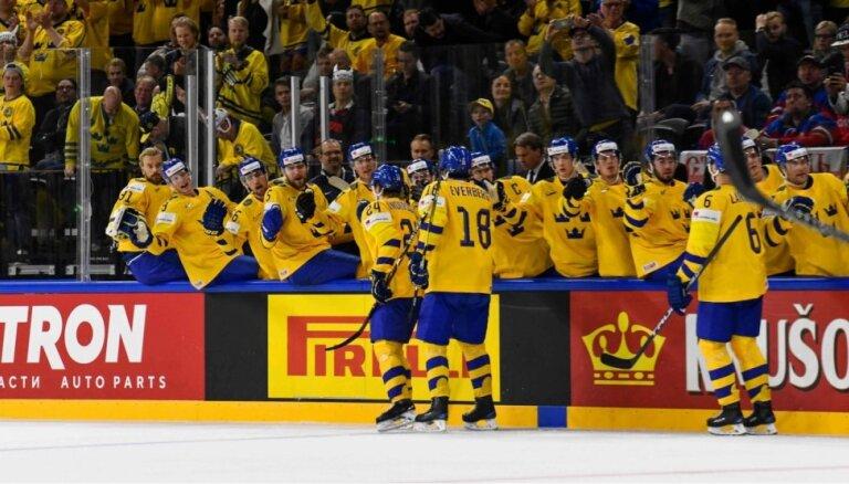 Zviedrijas izlases trenerim PČ pirmajā dienā izdarīta acs operācija