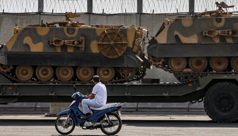 Lielbritānija aptur ieroču eksportu uz Turciju
