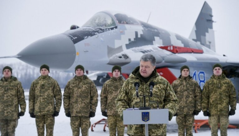Порошенко объявил о прекращении действия военного положения