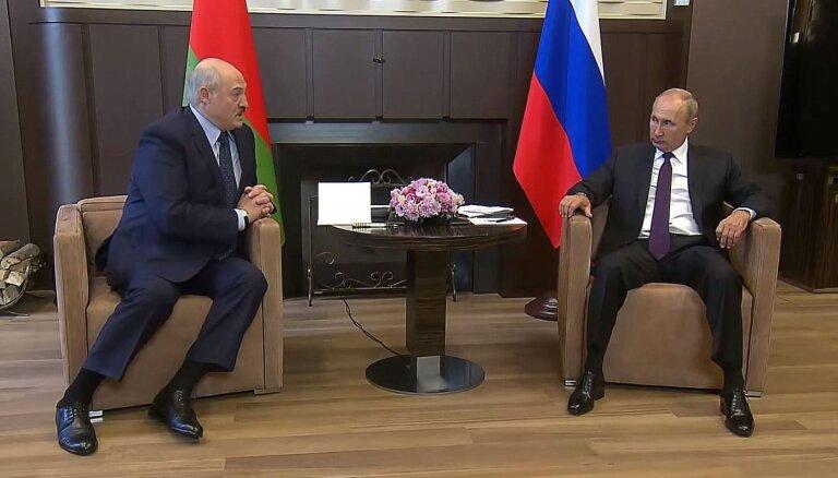 Lukašenko sarunā ar Putinu piemin Čečenijas sarkanās līnijas