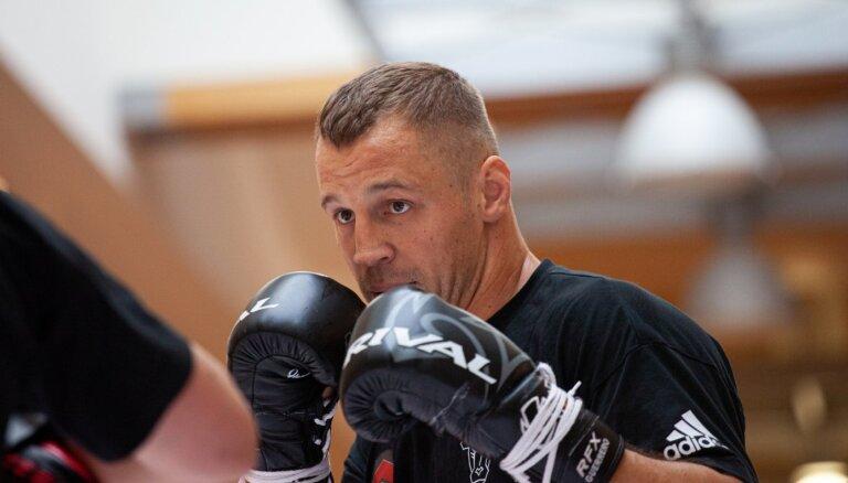 Боксерский бой Майриса Бриедиса с Юньером Дортикосом вновь переносится