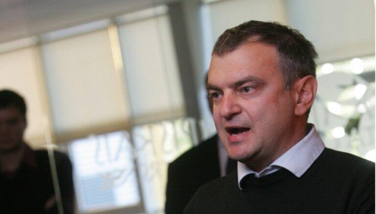 Gavrilovs arī pēc sodīšanas reāli darbojies Daugavpils futbolā; LFF to nespēja novērst