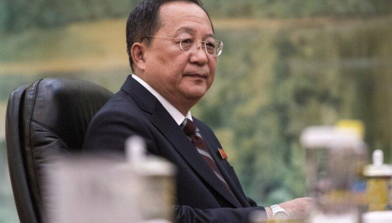 Phenjana joprojām ir apņēmusies pārtraukt savu kodolprogrammu, paziņo Ziemeļkorejas ārlietu ministrs