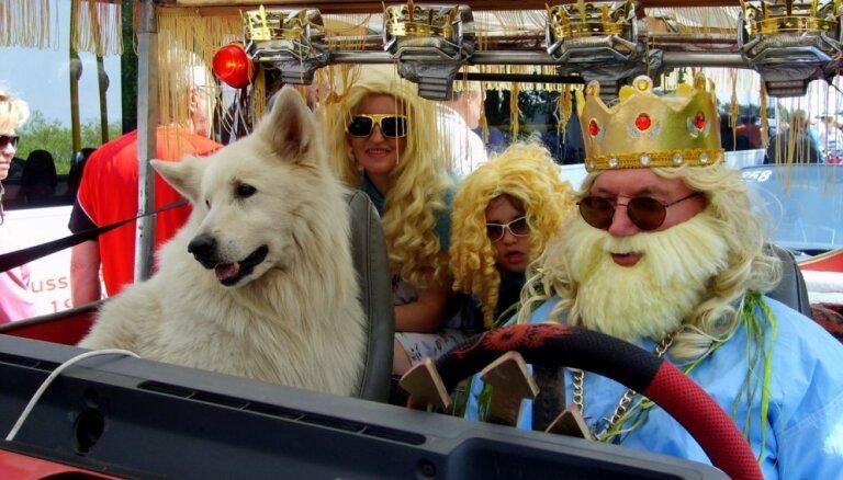 Foto: Ēverģēlības, danči un vīru spēles jūras svētkos Rojā