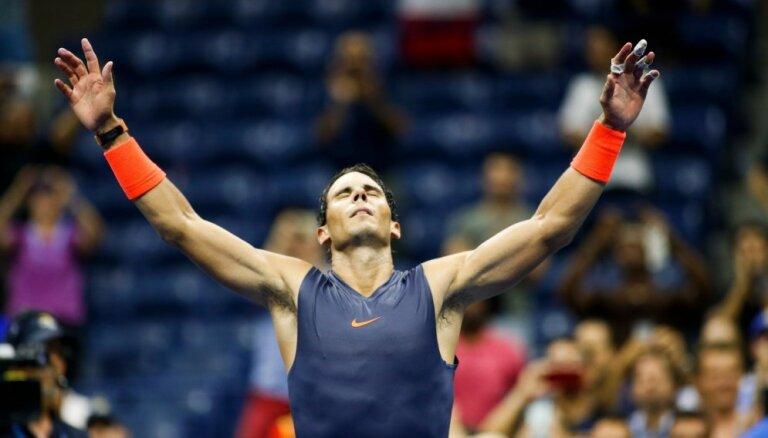 Nadals fantastiskā mačā pieveic Tīmu un sasniedz 'US Open' pusfinālu