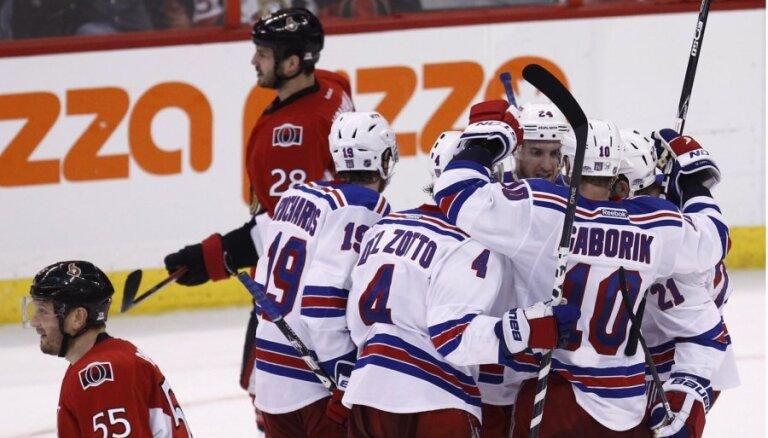 'Senators' bez Daugaviņa nespēj pieveikt 'Rangers'; sērijā nepieciešama septītā spēle