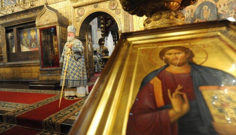 Мужчина облил чернилами икону в храме Христа Спасителя