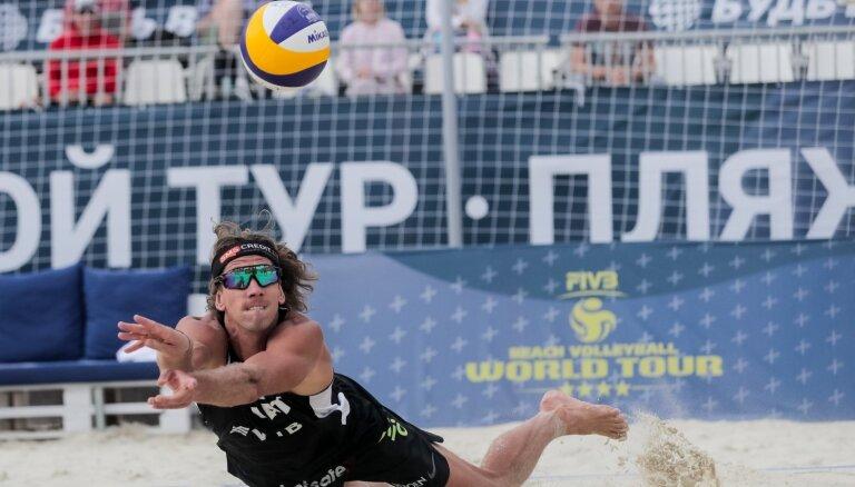 Šmēdiņš/Samoilovs zaudē olimpiskajam čempionam