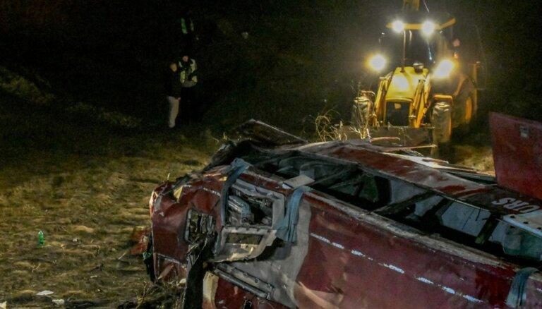 Foto: Autobusa avārijā Ziemeļmaķedonijā gājuši bojā 13 cilvēki