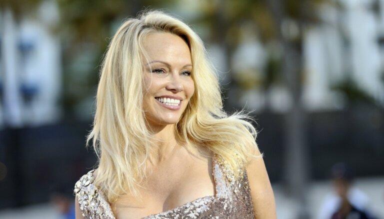 Pamelas Andersones dzīvē ienākusi jauna mīlestība