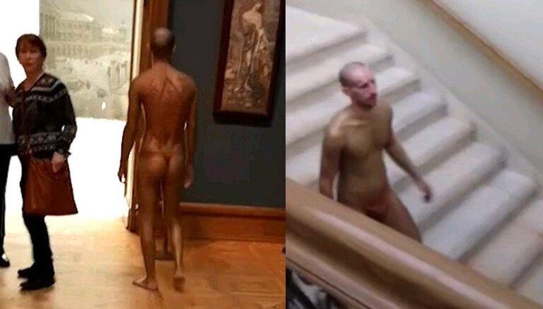 ВИДЕО: По Третьяковской галерее прогулялся мужчина в стрингах