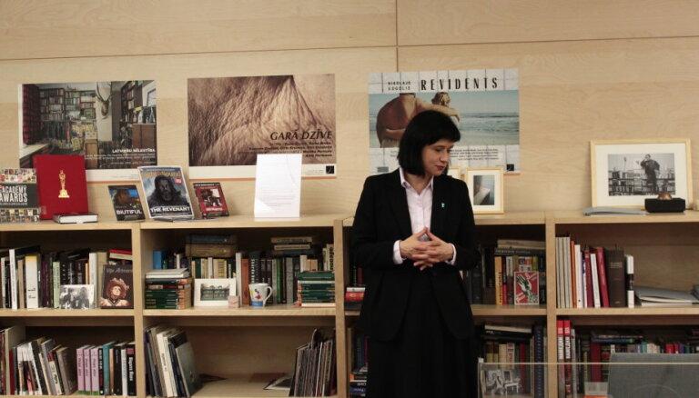 Papildināts Naumaņa grāmatplaukts LNB; izsludināta mākslas kritiķu veicināšanas balva