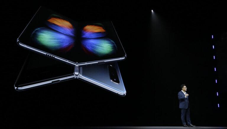 Samsung назвал дату выхода в продажу гибкого телефона