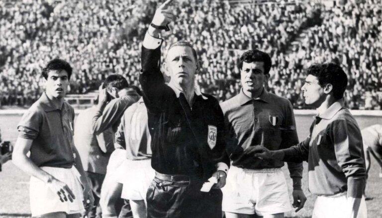 Битва при Сантьяго. Кто придумал желтую и красную карточки в футболе?