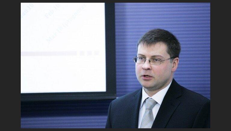 Dombrovskis: nebūtu pareizi demogrāfijas jautājumu risināt, caur nodokļu ieņēmumu prognozēm slēpti celt deficītu