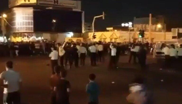 'Gribu dzert': Irānā nedēļu protestē pret skarba sausuma izraisītu ūdens trūkumu