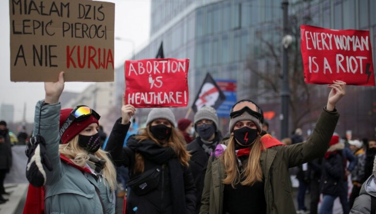 """""""Это не мы начали"""": Польша опять выходит на улицы из-за запрета абортов"""