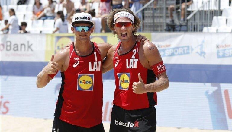 Латвийские волейболисты Самойлов и Шмединьш выиграли представительный турнир в Москве