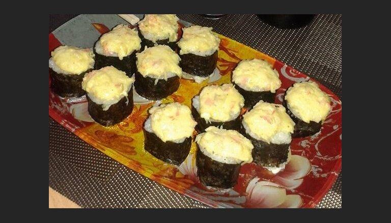 Горячие суши с сыром и майонезом