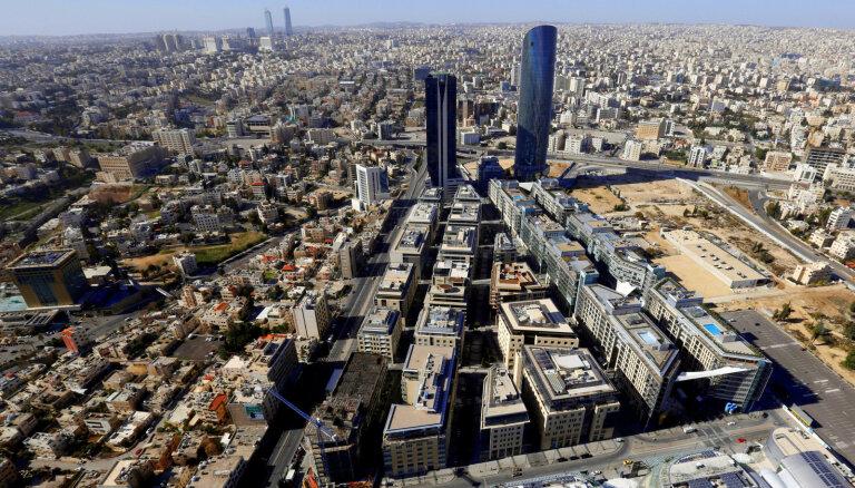 Jordānijā par Covid-19 dēļ noteikto ierobežojumu pārkāpumu atlaisti iekšlietu un tieslietu ministri