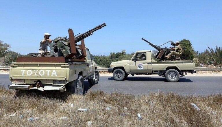 Lībijas austrumdaļas valdības armija sāk uzbrukumu Tripolei