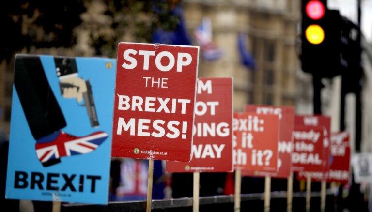 Mejas pieprasītās 'Brexit' atlikšanas gadījumā Lielbritānijai jāpiedalās EP vēlēšanās, paziņo EK