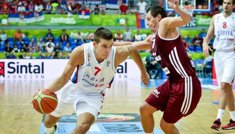 Latvijas basketbolistiem spraigā cīņā neizdodas 'iekost' Serbijai