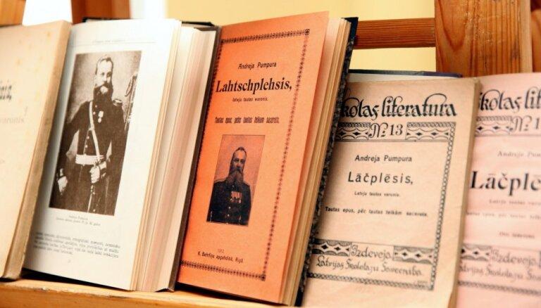 Klajā nācis Andreja Pumpura eposa 'Lāčplēsis' latviešu-spāņu bilingvālais izdevums