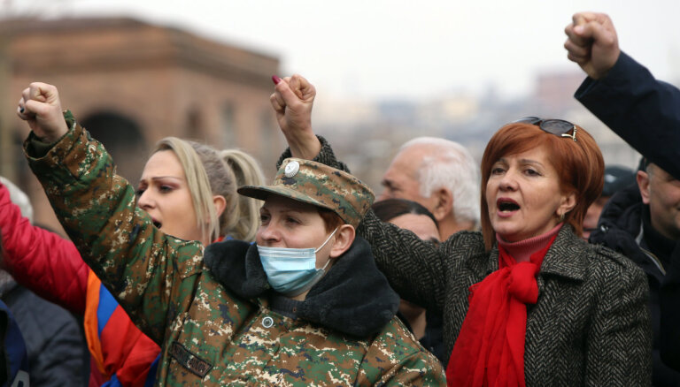 Армения: Родственники военопленных пошли штурмом на Минобороны