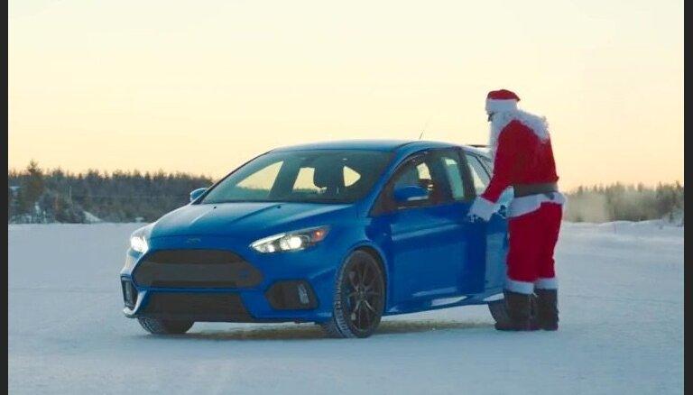 Video: Ziemassvētku vecītis driftē ar 'Ford Focus RS'