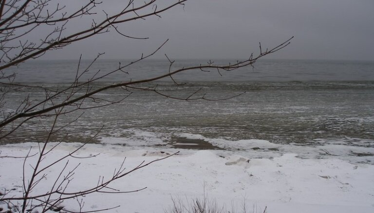 Ventspils un Liepājas ostās spēcīgo vēja brāzmu dēļ ierobežota kuģu kustība