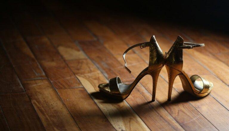 Andris Ērglis par augstpapēžu kurpēm: nesaprotu, kā visu dienu var nostaigāt