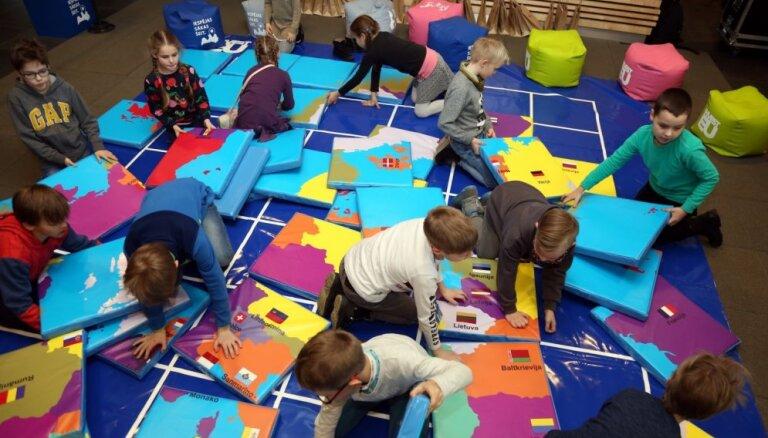 Lidostā 'Rīga' atklāts izglītojoši izklaidējošs bērnu rotaļu laukums
