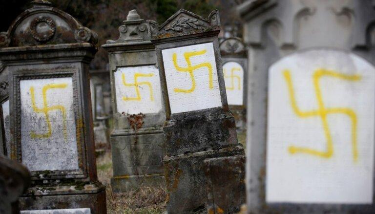 Tūkstoši francūžu protestē pret pieaugošo antisemītismu