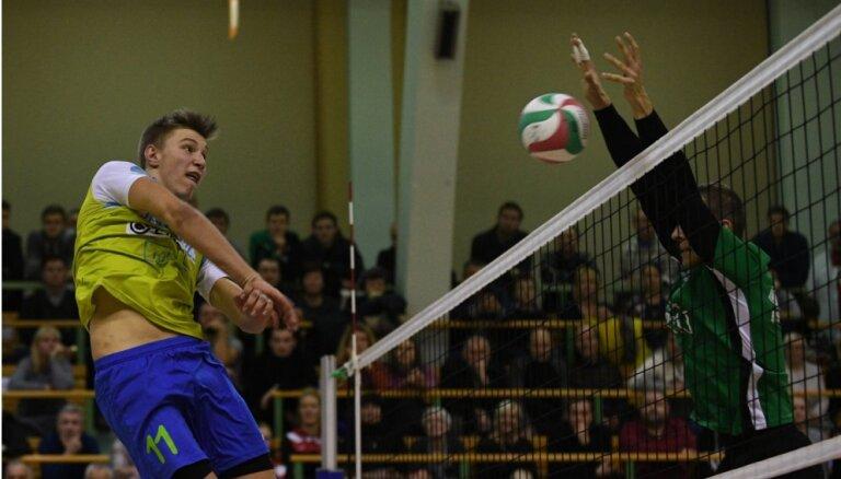 'Lūši' ar neticamu atspēlēšanos triumfē Latvijas čempionātā
