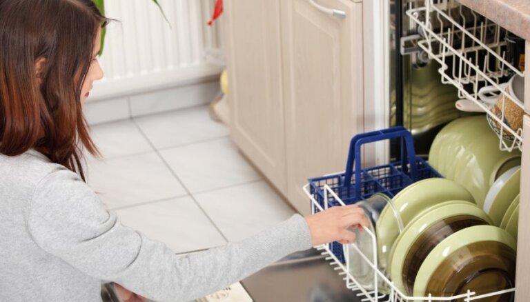 Veļasmašīna, ledusskapis un ne tikai: kā pareizi mazgāt elektroierīces