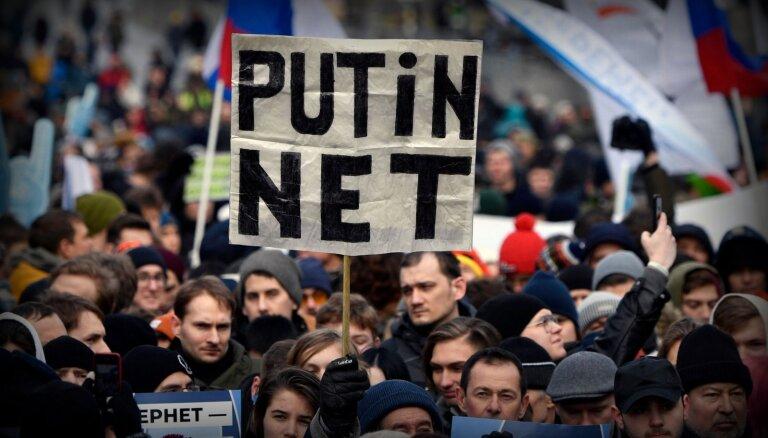Starptautiskās organizācijas aicina Putinu neparakstīt interneta kontroles likumu