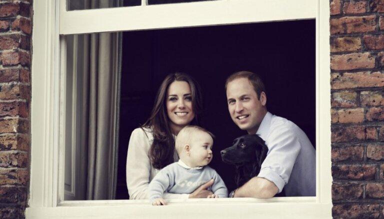 ФОТО: Кейт Миддлтон и принц Уильям показали подросшего наследника