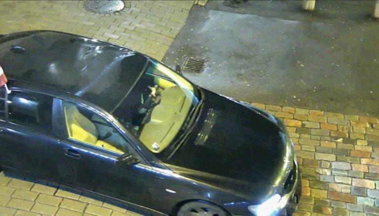 Video: Vecrīgā BMW vadītājs vizinās žvingulī un bez tiesībām