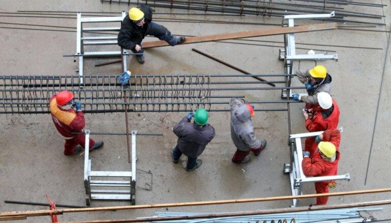 Жильцам новостройки в Риге грозит штраф из-за халатности строителей и плохого надзора стройуправы