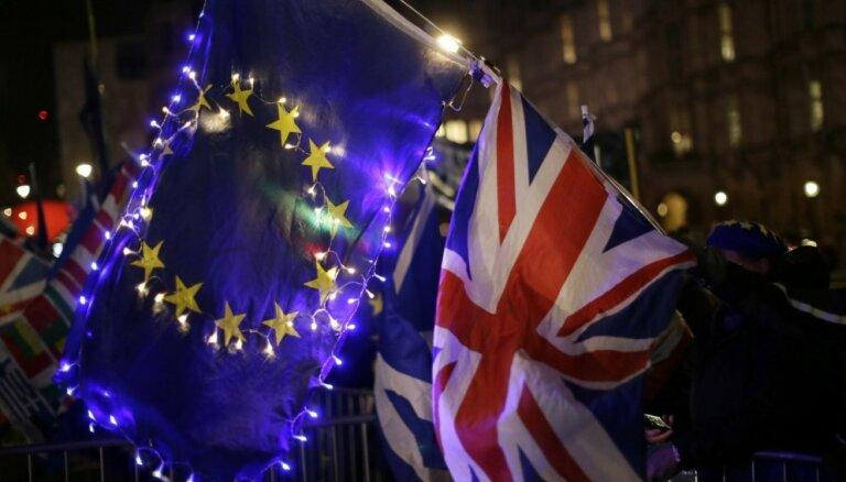 Франция призвала Британию объяснить перенос Brexit