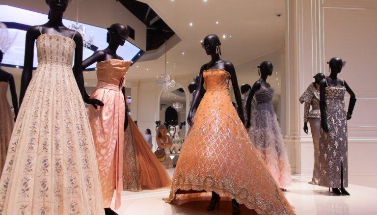 'Dior' zīmola stāsts: modes orākuls, kuru apsūdzēja sieviešu vulgarizēšanā