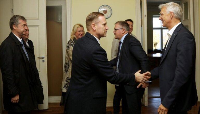 Politiķi prognozē ātru vienošanos par Kariņa valdību
