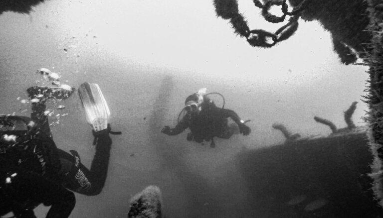Ekskluzīvi foto: pie Liepājas ostas nogrimušais zvejas kuģis 'Beverīna'