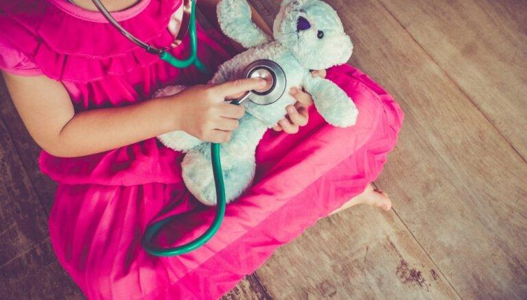 Astoņi padomi, kā bērnam palīdzēt pārstāt baidīties no iešanas pie ārsta