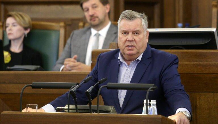 Parakstu vākšana par Saeimas atlaišanu: Urbanovičs parakstīsies; Kariņš kļūs prasīgāks