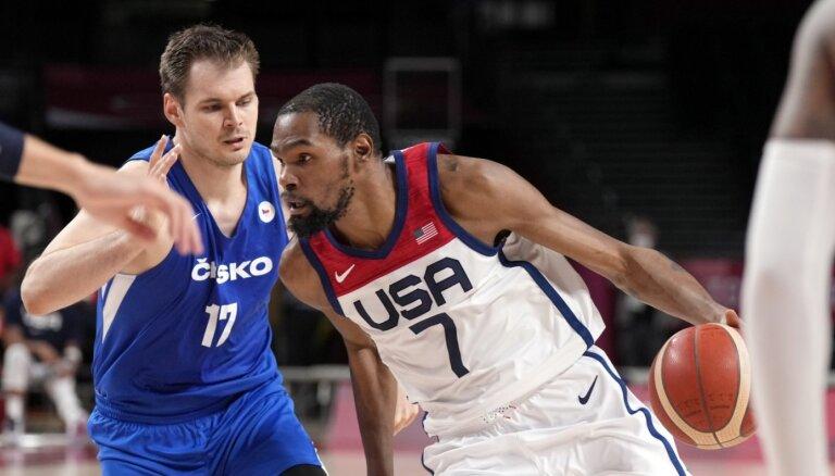 ASV basketbolisti pēc nepārliecinoša spēles ievada ar lērumu tālmetienu pārspēj Čehiju