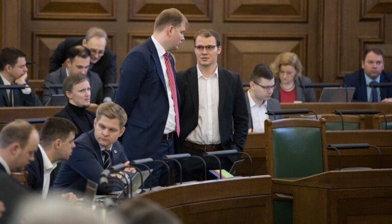 'Laiks saliedēties' – Saeima atbalsta MK nolemtos ierobežojumus, tomēr debatē